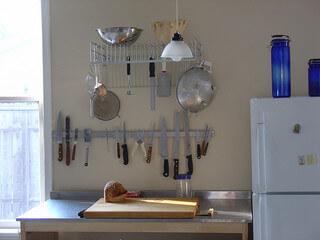 http://gothamorganizers.com/wp-content/uploads/2014/09/G.O.-kitchen-hooks.jpg